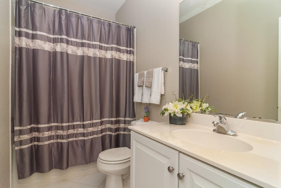 Real Estate Photography - 608 Declaration Ln, Aurora, IL, 60502 - 2nd Bathroom