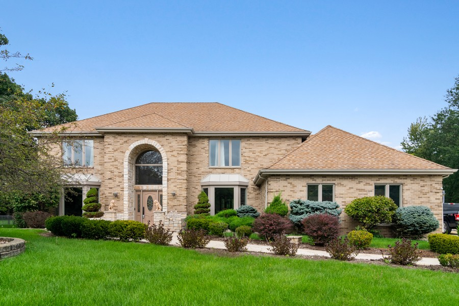 Real Estate Photography - 29W554 Sunset Ridge Dr, Bartlett, IL, 60103 - Front View