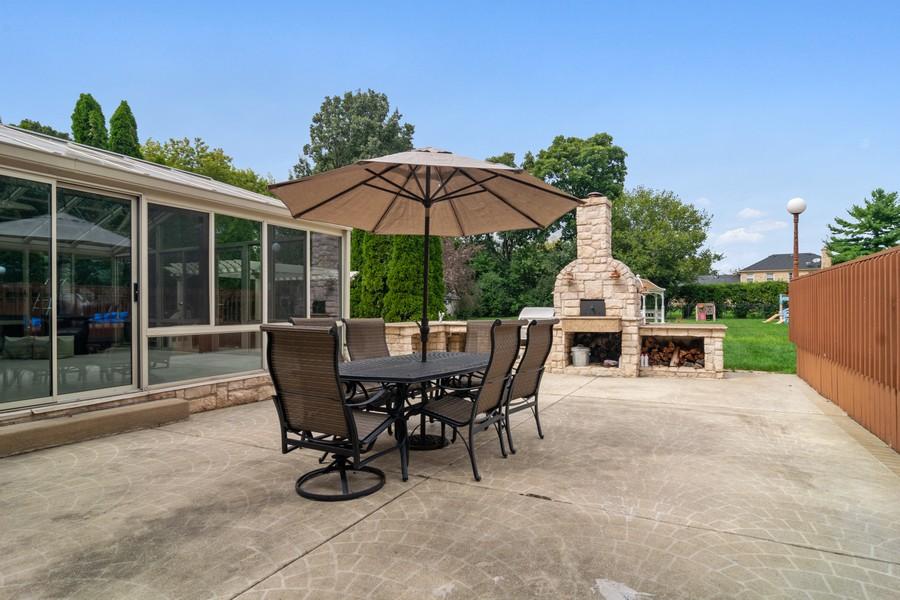 Real Estate Photography - 29W554 Sunset Ridge Dr, Bartlett, IL, 60103 - Patio
