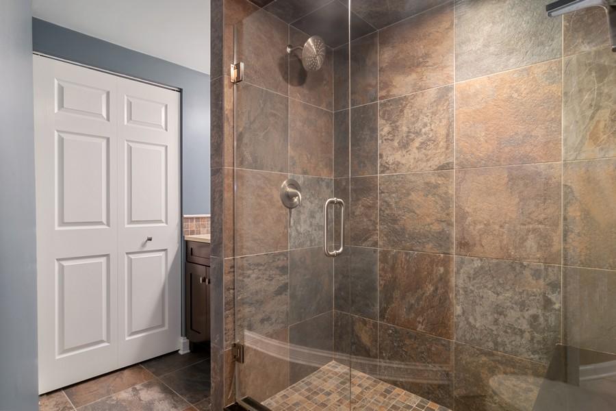 Real Estate Photography - 29W554 Sunset Ridge Dr, Bartlett, IL, 60103 - 3rd Full bath