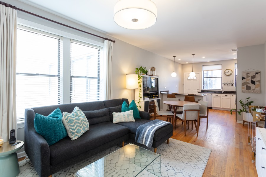 Real Estate Photography - 5223 South Drexel Ave, 3N, Chicago, IL, 60615 - Living Room