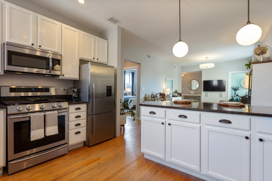 Real Estate Photography - 5223 South Drexel Ave, 3N, Chicago, IL, 60615 - Kitchen
