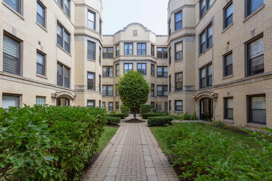 Real Estate Photography - 5223 South Drexel Ave, 3N, Chicago, IL, 60615 - Front View