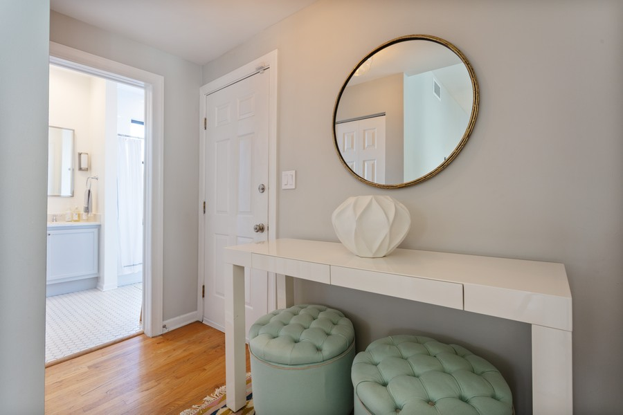Real Estate Photography - 5223 South Drexel Ave, 3N, Chicago, IL, 60615 - Entryway