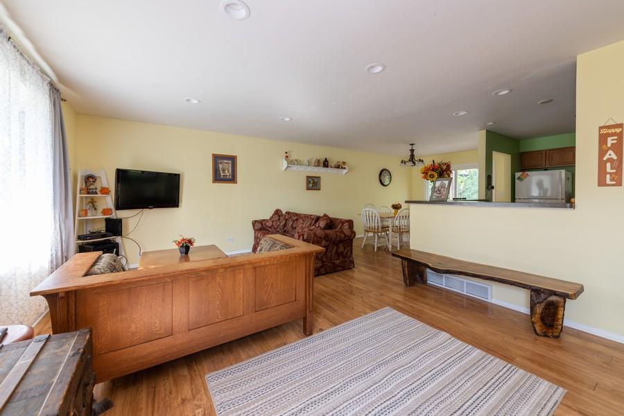Real Estate Photography - 2406 Rose Tree Ln, Lindenhurst, IL, 60046 - Living Room