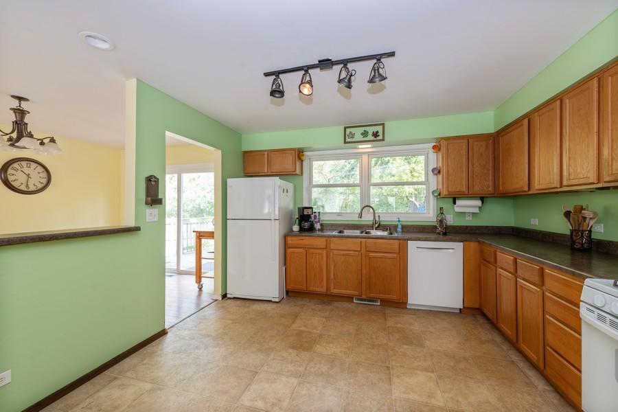 Real Estate Photography - 2406 Rose Tree Ln, Lindenhurst, IL, 60046 - Kitchen