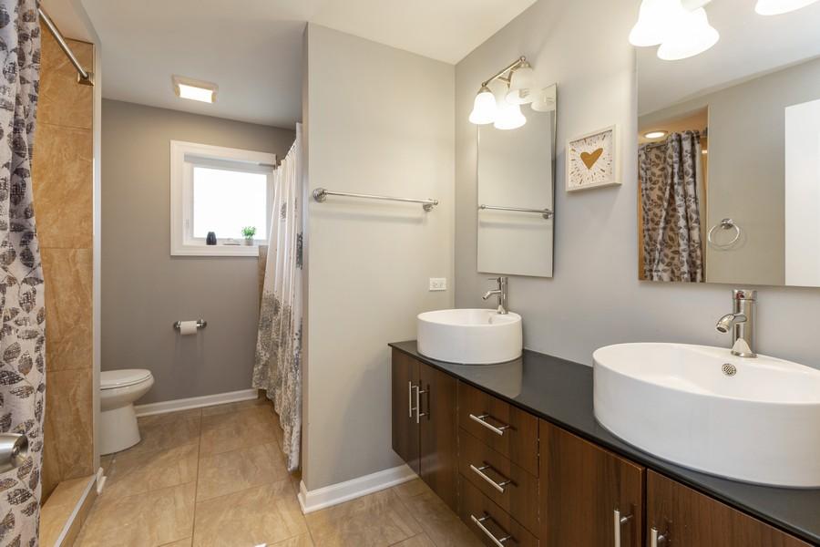 Real Estate Photography - 4919 S Lotus Avenue, Chicago, IL, 60804 - Master Bathroom