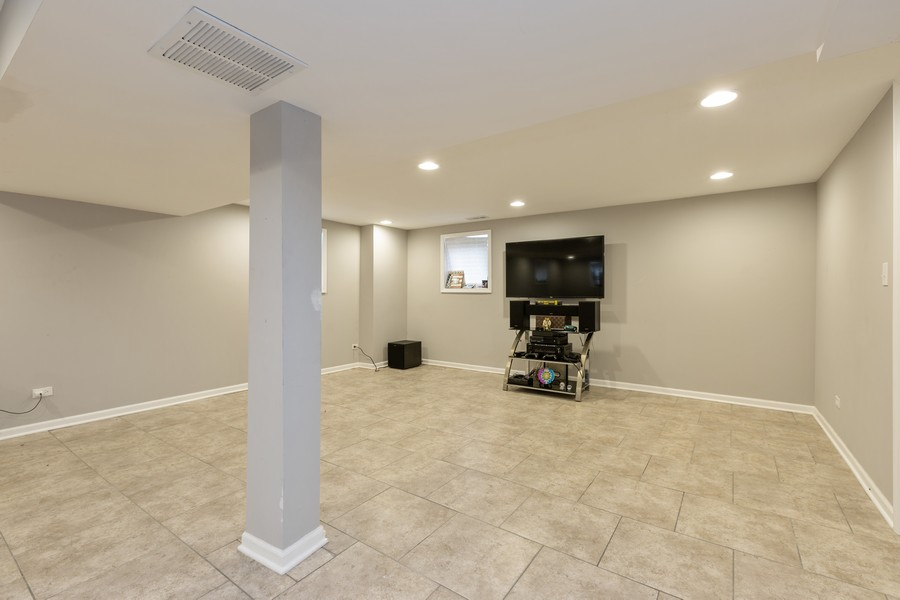 Real Estate Photography - 4919 S Lotus Avenue, Chicago, IL, 60804 - Lower Level