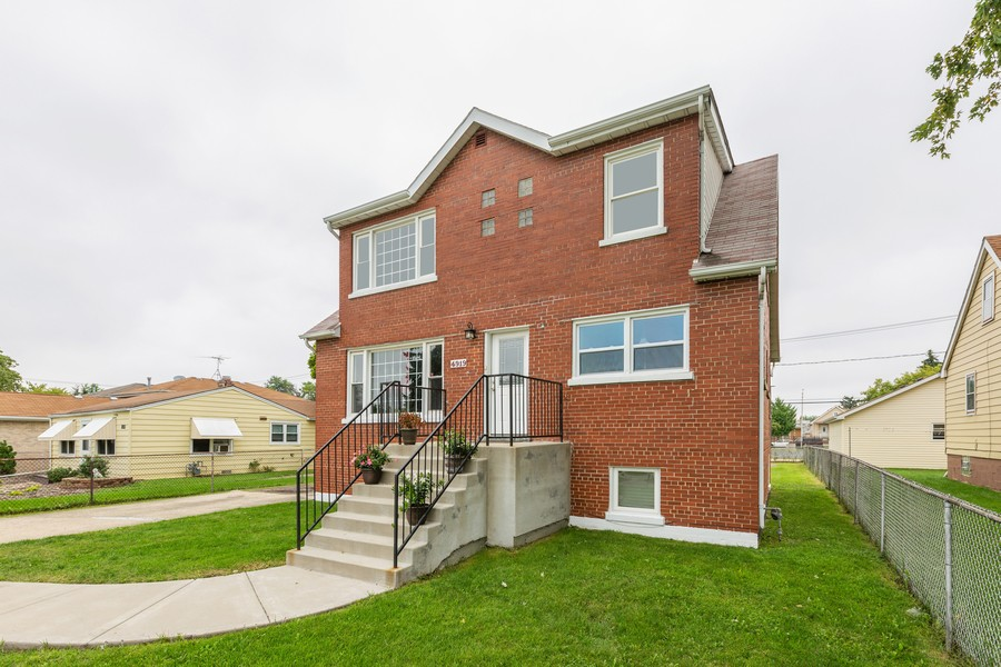 Real Estate Photography - 4919 S Lotus Avenue, Chicago, IL, 60804 - Front View