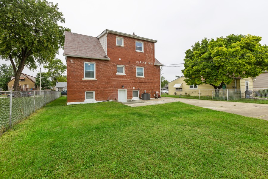 Real Estate Photography - 4919 S Lotus Avenue, Chicago, IL, 60804 - Rear View
