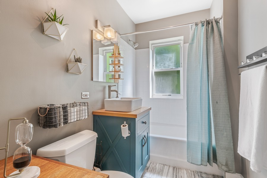 Real Estate Photography - 2144 West Giddings St, 1, Chicago, IL, 60625 - 2nd Bathroom