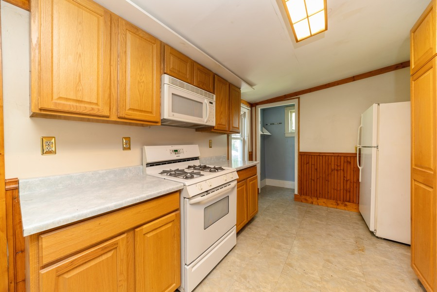 Real Estate Photography - 917 East Lake St, Aurora, IL, 60506 - Kitchen