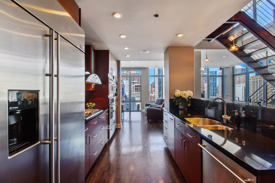 Real Estate Photography - 101 W Superior St, Unit 1204, Chicago, IL, 60611 - Kitchen