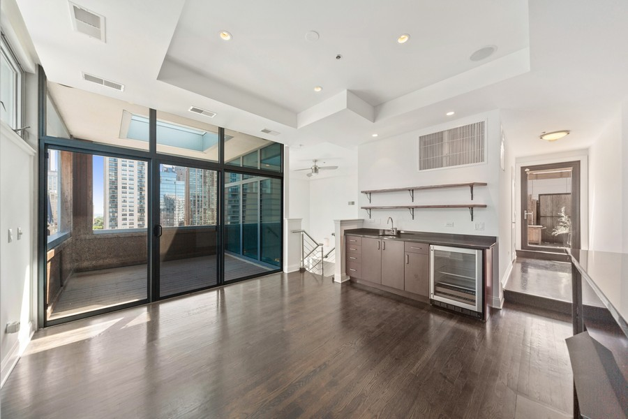 Real Estate Photography - 101 W Superior St, Unit 1204, Chicago, IL, 60611 - Lofted Liviing Room