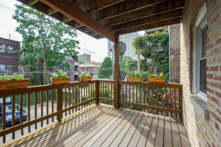 Real Estate Photography - 845 West Lawrence Ave, 2W, Chicago, IL, 60640 - Deck