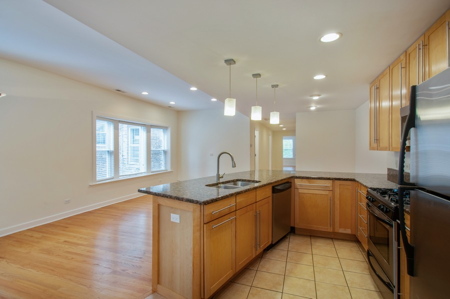Real Estate Photography - 845 West Lawrence Ave, 2W, Chicago, IL, 60640 - Kitchen/Living