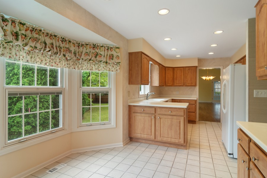 Real Estate Photography - 521 Park Barrington Way, Barrington, IL, 60010 - Kitchen