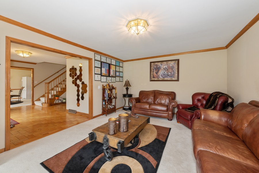 Real Estate Photography - 9S215 Chandelle Dr, Naperville, IL, 60564 - Foyer/Living Room