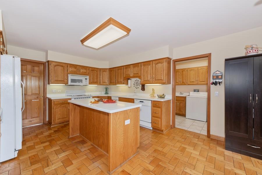 Real Estate Photography - 9S215 Chandelle Dr, Naperville, IL, 60564 - Kitchen