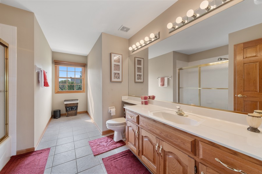 Real Estate Photography - 9S215 Chandelle Dr, Naperville, IL, 60564 - Bathroom