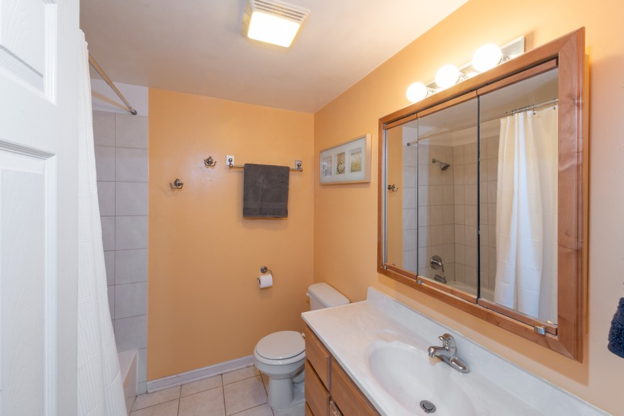 Real Estate Photography - 735 North Swift Rd, 201, Addison, IL, 60101 - Bathroom