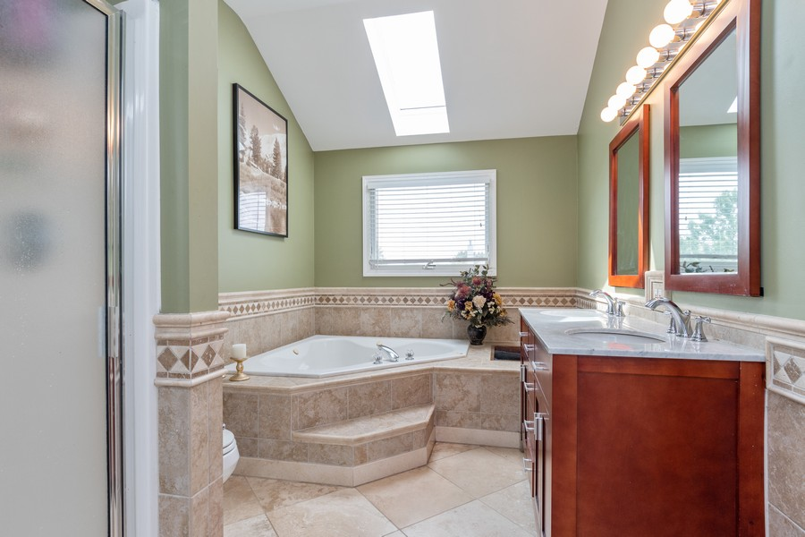 Real Estate Photography - 924 Asbury Dr, Aurora, IL, 60502 - Master Bathroom