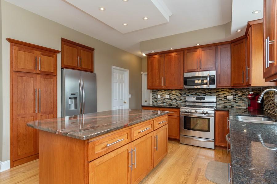 Real Estate Photography - 924 Asbury Dr, Aurora, IL, 60502 - Kitchen