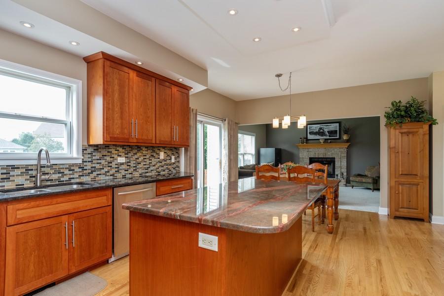 Real Estate Photography - 924 Asbury Dr, Aurora, IL, 60502 - Kitchen / Breakfast Room