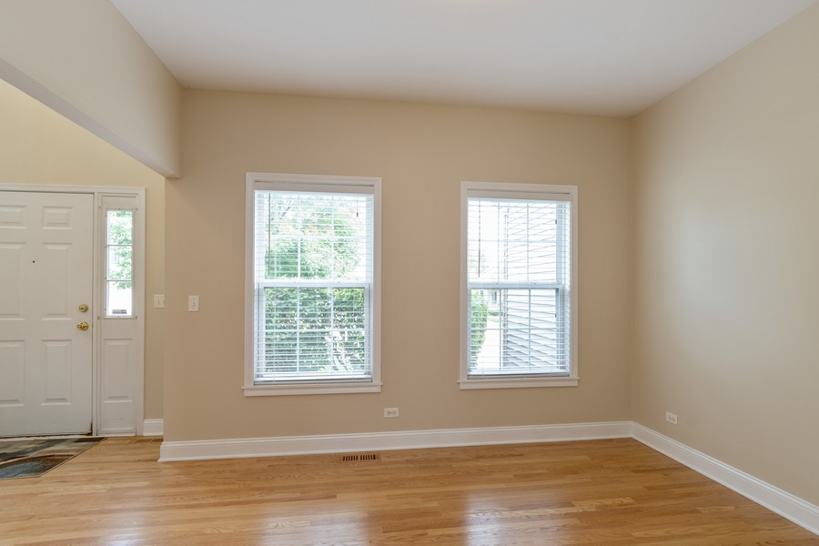 Real Estate Photography - 924 Asbury Dr, Aurora, IL, 60502 - Dining Room