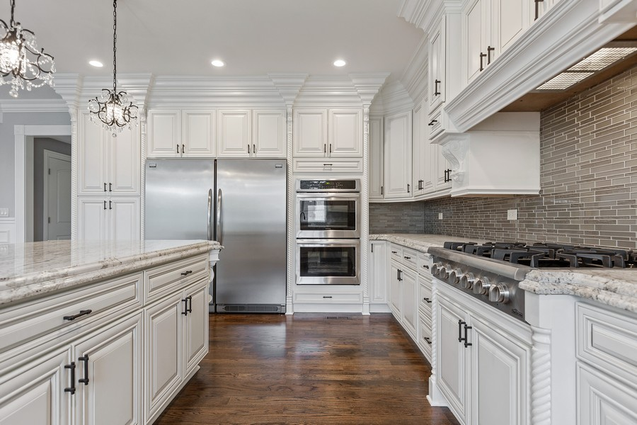 Real Estate Photography - 520 West 39Th St, Downers Grove, IL, 60515 - Kitchen