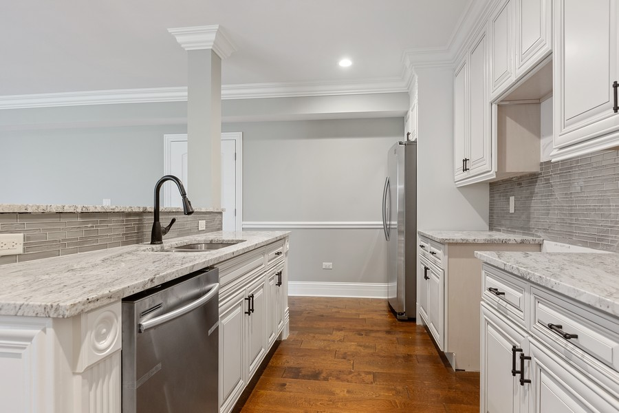 Real Estate Photography - 520 West 39Th St, Downers Grove, IL, 60515 - Kitchenette