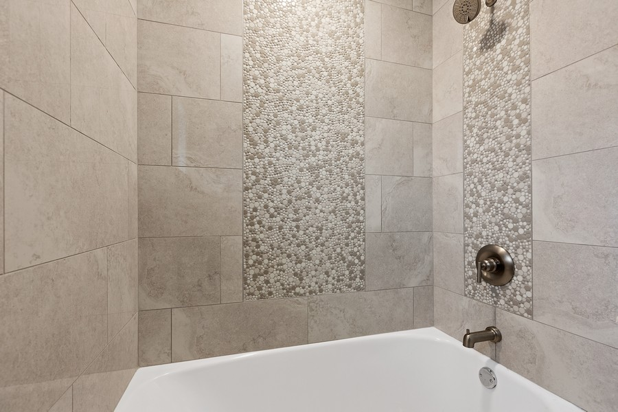 Real Estate Photography - 520 West 39Th St, Downers Grove, IL, 60515 - Jack and Jill Tub
