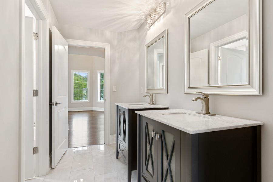 Real Estate Photography - 520 West 39Th St, Downers Grove, IL, 60515 - Jack and Jill Bathroom