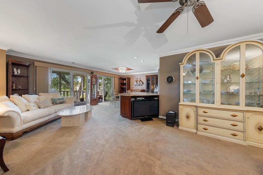 Real Estate Photography - 1470 Stonebridge Trl, 2-3, Wheaton, IL, 60189 - Living Room