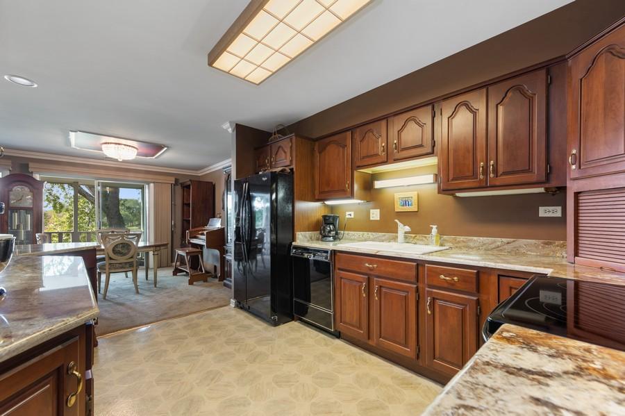 Real Estate Photography - 1470 Stonebridge Trl, 2-3, Wheaton, IL, 60189 - Kitchen