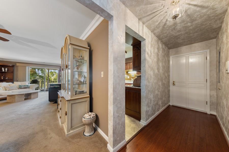Real Estate Photography - 1470 Stonebridge Trl, 2-3, Wheaton, IL, 60189 - Foyer