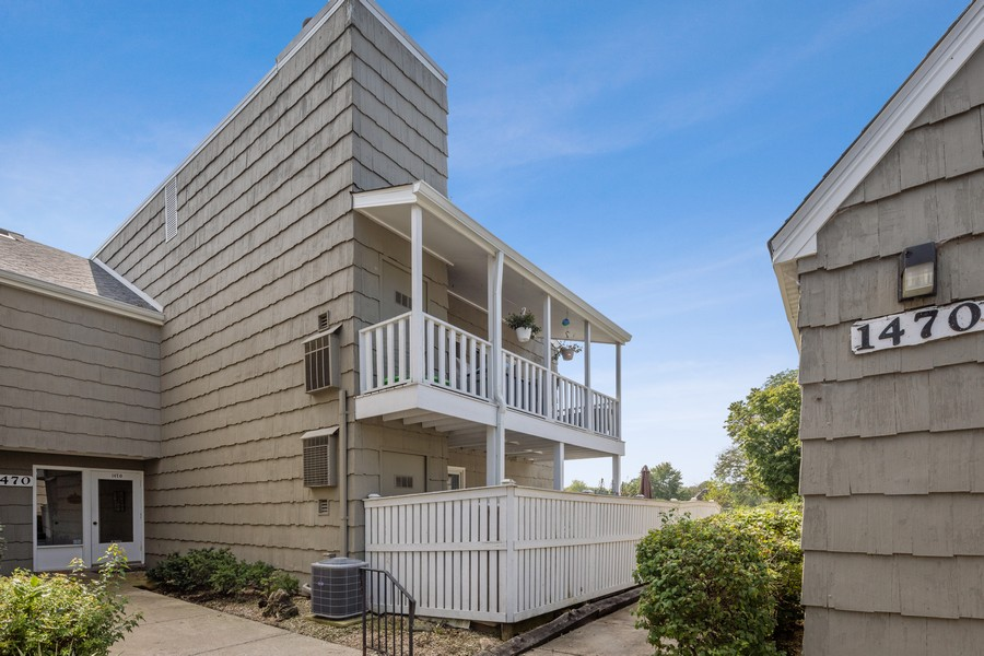 Real Estate Photography - 1470 Stonebridge Trl, 2-3, Wheaton, IL, 60189 - Front View