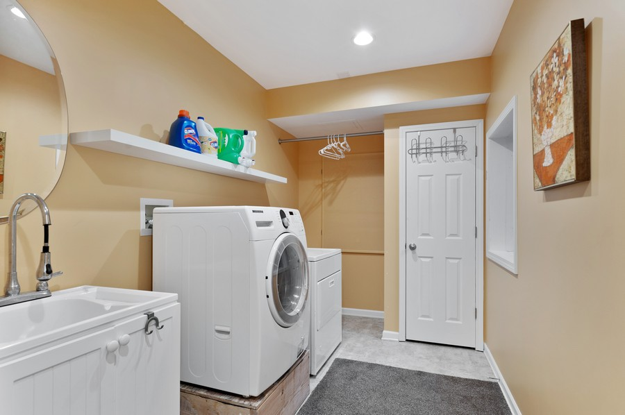 Real Estate Photography - 18601 West Meander Dr, Grayslake, IL, 60030 - Laundry Room