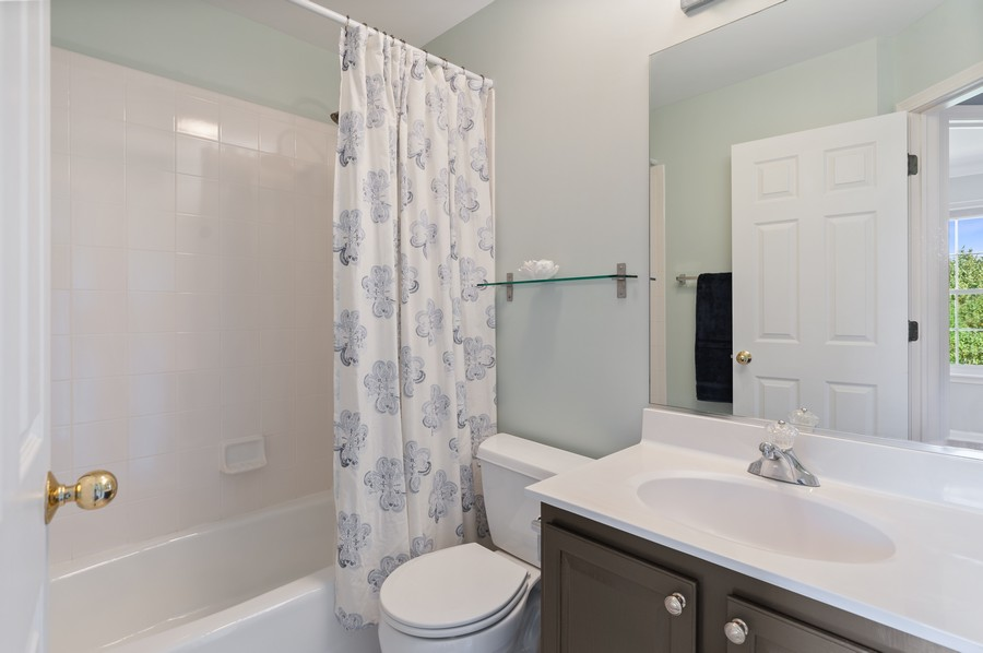 Real Estate Photography - 18601 West Meander Dr, Grayslake, IL, 60030 - Bathroom
