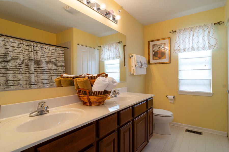 Real Estate Photography - 1394 Essex Dr, Hoffman Estates, IL, 60192 - Bathroom