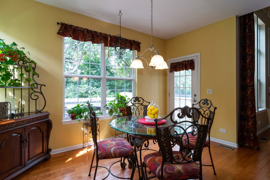 Real Estate Photography - 1394 Essex Dr, Hoffman Estates, IL, 60192 - Breakfast Nook