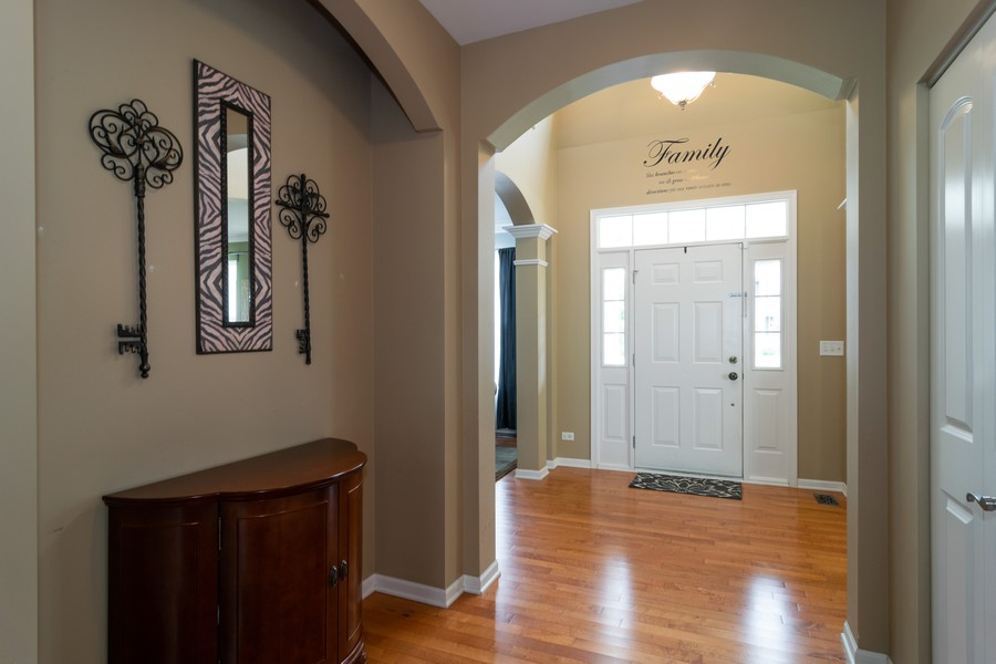 Real Estate Photography - 1394 Essex Dr, Hoffman Estates, IL, 60192 - Entryway