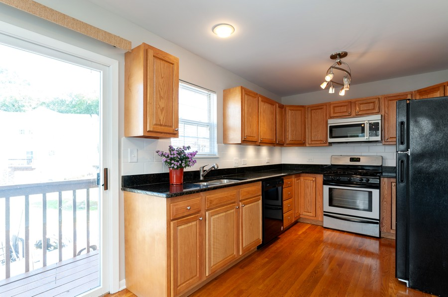 Real Estate Photography - 772 Highview Ct, Antioch, IL, 60002 - Kitchen