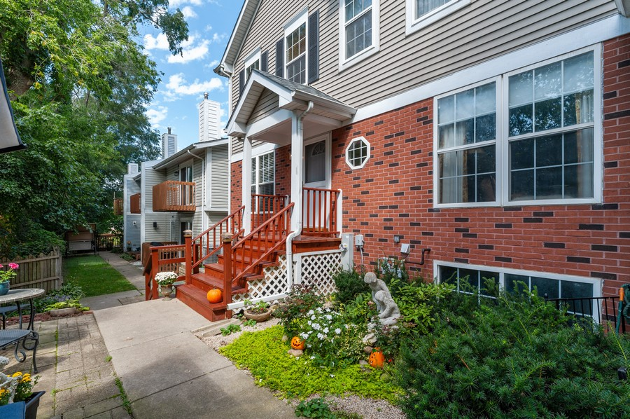 Real Estate Photography - 772 Highview Ct, Antioch, IL, 60002 - Front View