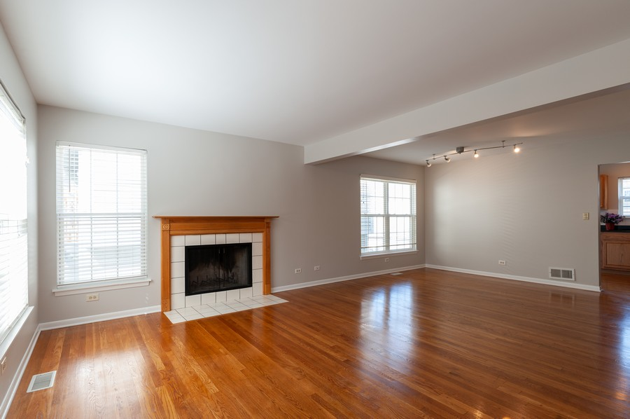Real Estate Photography - 772 Highview Ct, Antioch, IL, 60002 - Living Room / Dining Room
