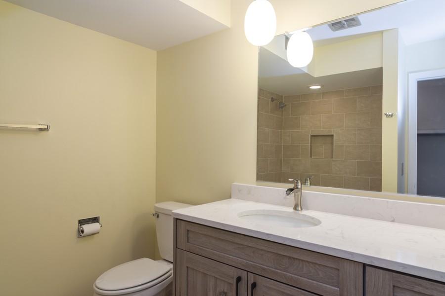 Real Estate Photography - 550 Shorely Dr, 204, Barrington, IL, 60010 - Master Bathroom