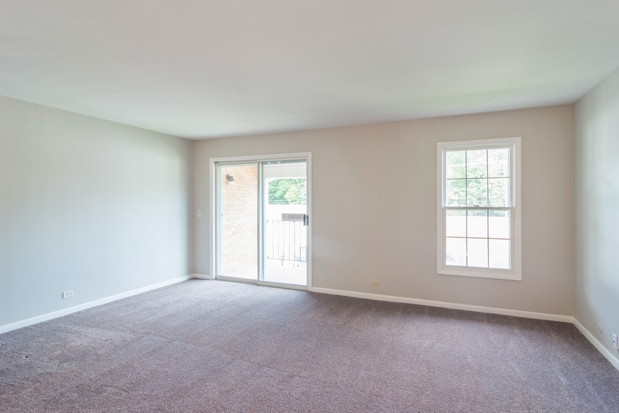 Real Estate Photography - 550 Shorely Dr, 204, Barrington, IL, 60010 - Living Room