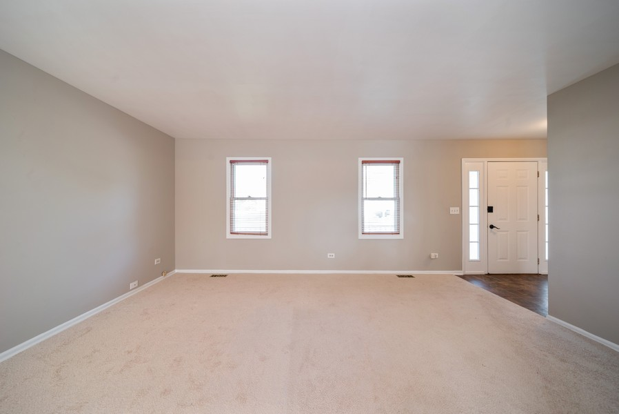 Real Estate Photography - 1399 Loch Lomond Dr, Crystal Lake, IL, 60014 - Living Room