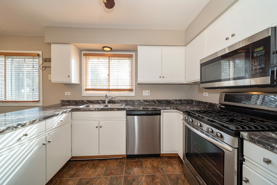 Real Estate Photography - 1399 Loch Lomond Dr, Crystal Lake, IL, 60014 - Kitchen