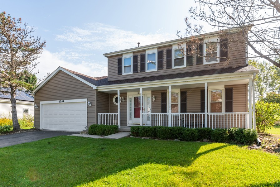Real Estate Photography - 1399 Loch Lomond Dr, Crystal Lake, IL, 60014 - Front View